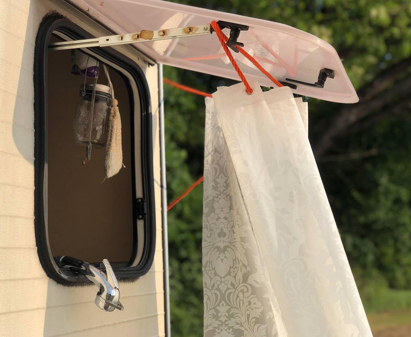 duschen-unterwegs-moeglichkeiten-duschkabine-camping-van-vanlife