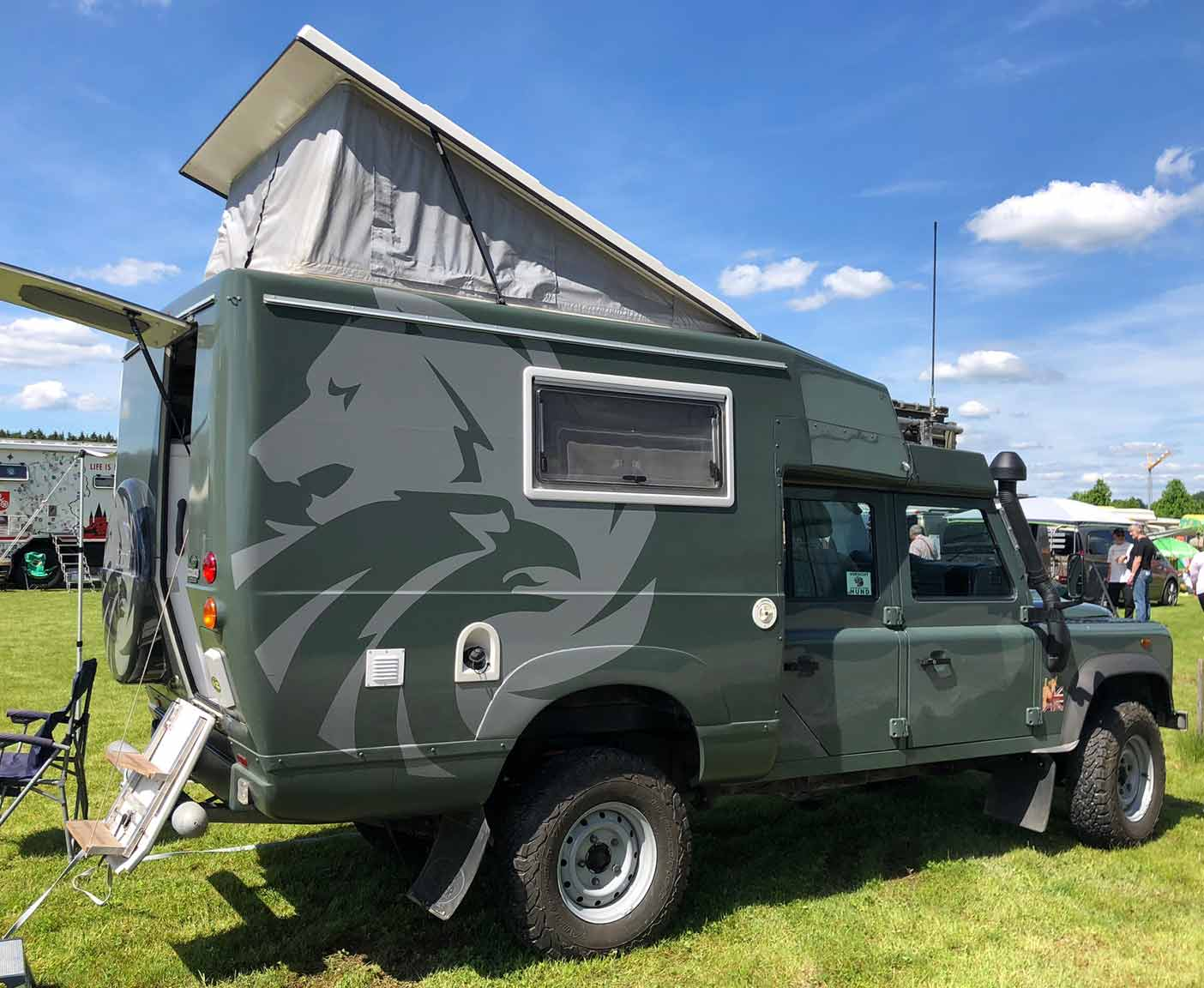 crazy-camping-oldtimer-hymer-museum-treffen-caravano-landrover-defender