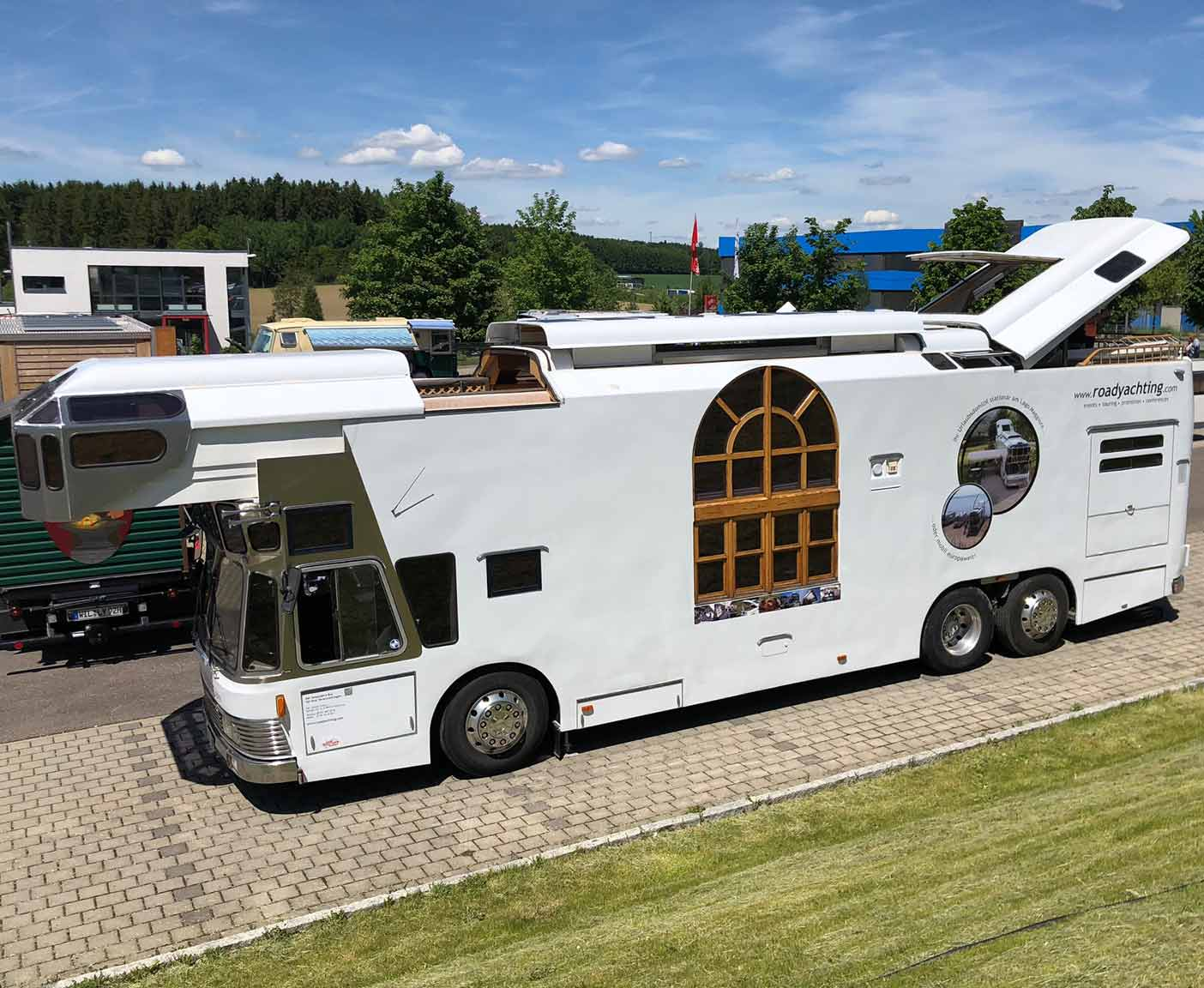 crazy-camping-oldtimer-hymer-museum-treffen-caravano-luxus-bus-road-yacht