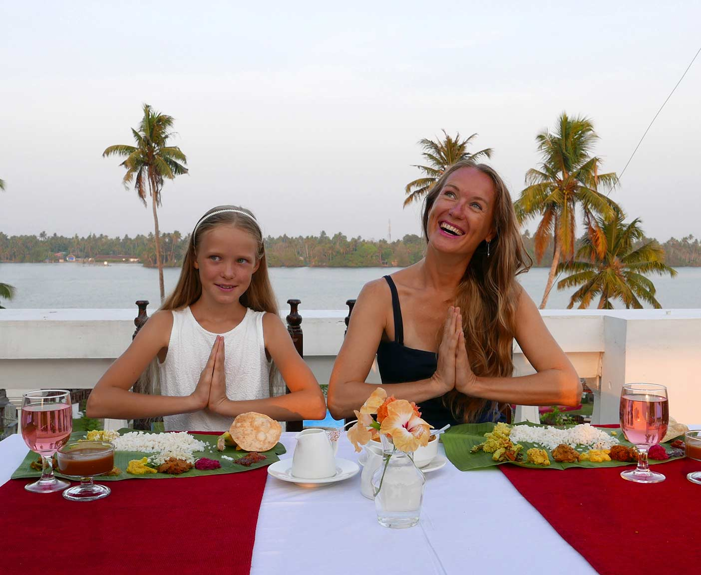 weltreise-mit-kind-schule-Sukhayus-Cherai-Kerala-Dinner