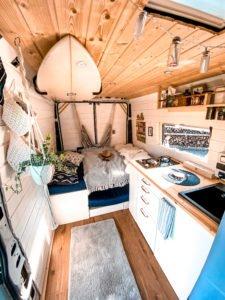 Camperausbauten - Vanlife -Reisen -Makai the Van - Surfbrett - Holzausbau