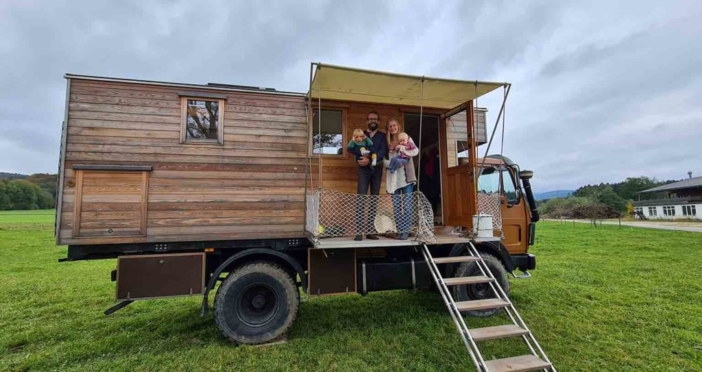peace-love-om-lkw-ausbau-vanlife-wohnmobil-schiffsoptik