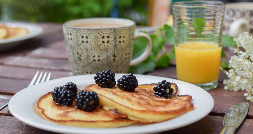 peace-love-lom-pancakes-vegan-fruehstueck