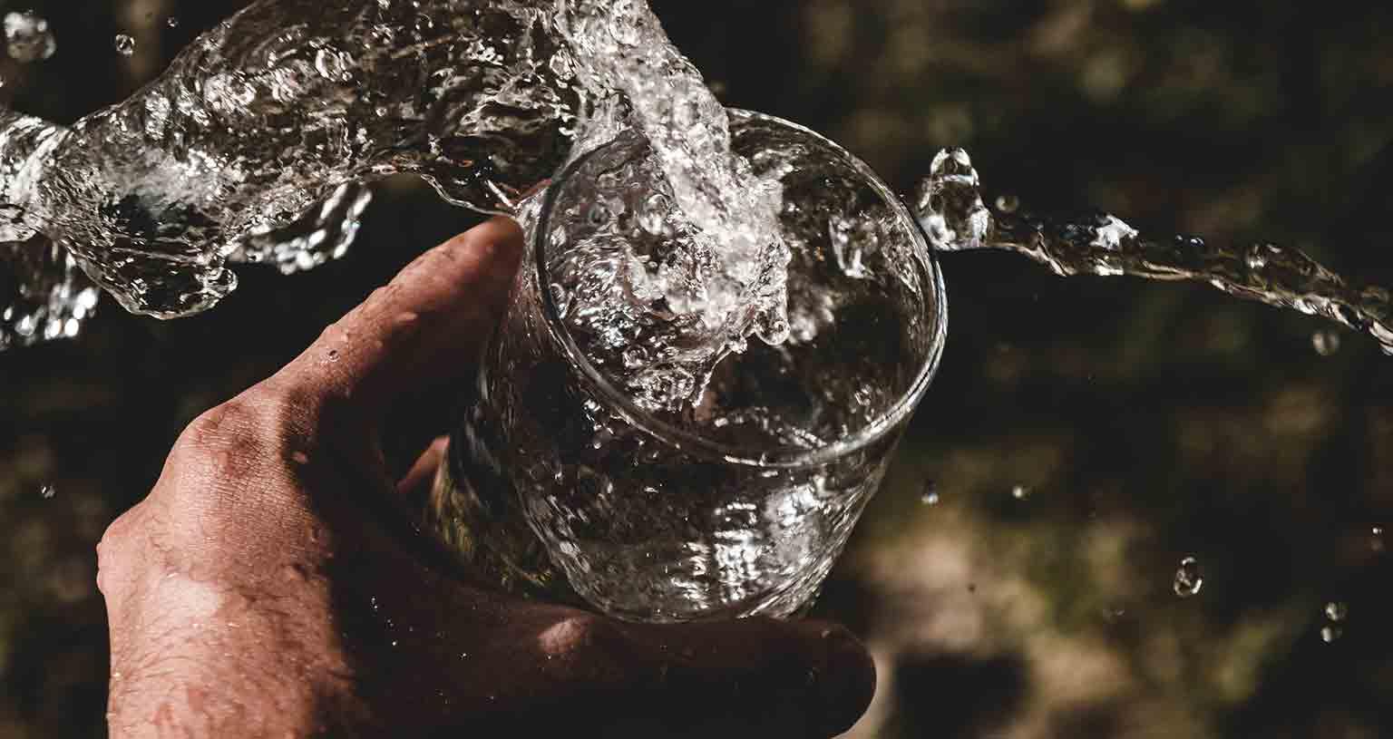 Peace Love Om Trinkwasser unterwegs Wasserglas